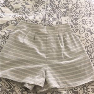 Adorable hi waisted striped shorts